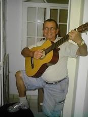 Um violonista sertanejo, um homem alegre, responsável e persistente.