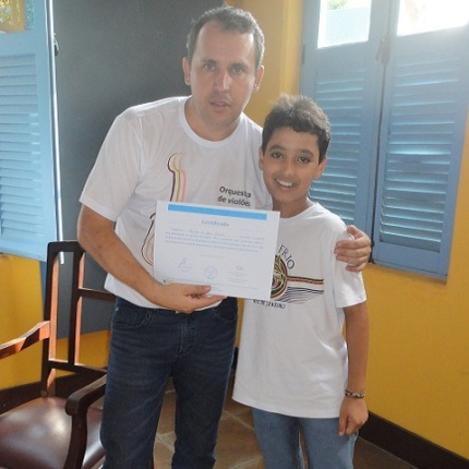 Gustavo recebe o certificado 2013